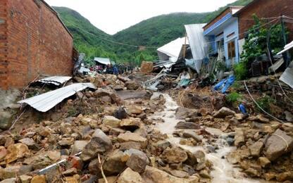 Vietnam, tempesta tropicale provoca una frana: almeno 13 morti