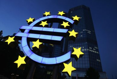 Eurobarometro, cresce consenso degli italiani per euro: 57% favorevole