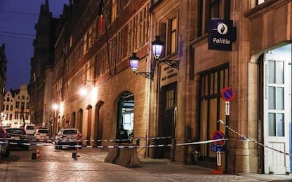 Bruxelles, uomo accoltella poliziotto. Testimoni: urlato Allah Akbar