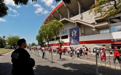 Copa Libertadores, attaccato autobus Boca Juniors: calciatori feriti