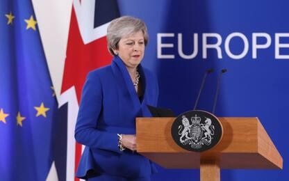 """Brexit, la Ue dice sì al divorzio da Londra. May: """"Voto entro Natale"""""""