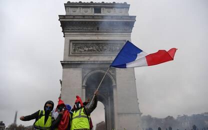Gilet gialli, Macron annulla l'ecotassa per il 2019