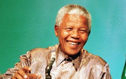 Dalla lotta all'apartheid al Nobel per la Pace, chi era Nelson Mandela