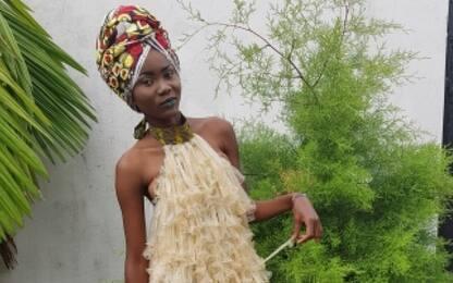 Lotta all'Hiv, vestiti realizzati con preservativi a Kinshasa | Sky TG24