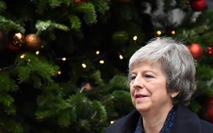 Brexit, May ce la fa: non passa mozione sfiducia Tory