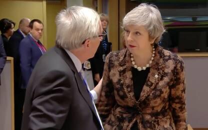 """Brexit, scambio di battute May-Juncker: """"Come mi hai chiamata?"""". VIDEO"""
