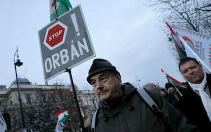 Ungheria, protesta in piazza contro Viktor Orban