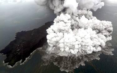 1indonesia-vulcano-krakatoa-ansa