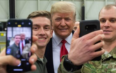GettyImages_Donald_Trump_visita_soldati_Germania_6