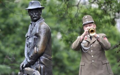 Budapest, rimossa la statua di Imre Nagy da piazza del Parlamento