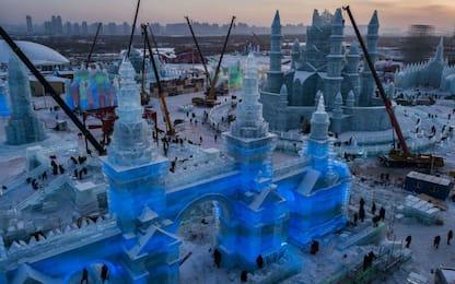 Cina, i preparativi per l'Harbin Ice and Snow Festival