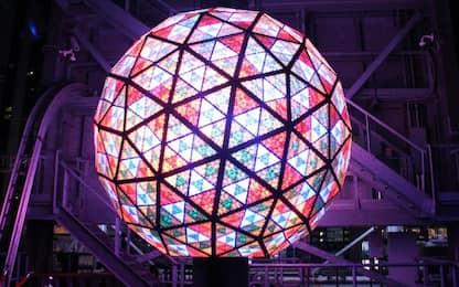 New York, pronta la palla di Capodanno a Times Square