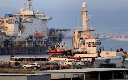 Migranti, la Open Arms con 311 persone a bordo è arrivata in Spagna