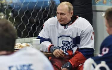 01_putin_hockey_getty