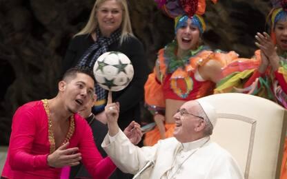 Artisti del circo di Cuba si esibiscono per il Papa. FOTO