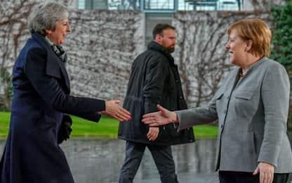 """Brexit, Merkel: """"C'è ancora tempo"""". Ue: """"Accordo non è rinegoziabile"""""""