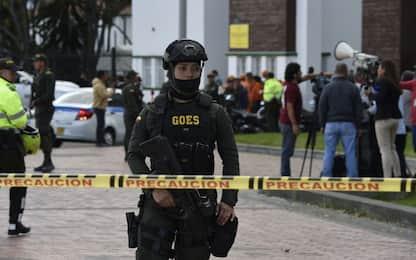 Bogotà, 21 morti per un'autobomba in una scuola di polizia