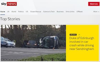 Incidente d'auto per il principe Filippo: illeso ma sotto shock