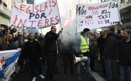 Spagna, tassisti in sciopero a oltranza contro Uber e Cabify