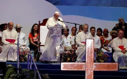 """Papa Francesco: """"Assurdo identificare i migranti come male sociale"""""""