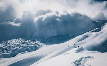 Valanghe e troppa neve sul Manaslu, Simone Moro rinuncia alla scalata