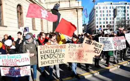 Ungheria, studenti e accademici protestano contro Orban