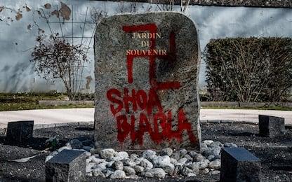 A Lione scritte antisemite e svastiche al Giardino della Memoria