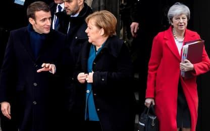 """Brexit, Macron e Merkel: """"Più tempo a Londra se ce lo chiede"""""""