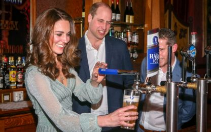 Kate Middleton in abito Missoni spilla birra in Irlanda