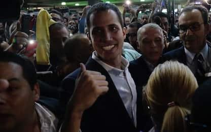 Venezuela, Guaidò è tornato. Sfida Maduro e rischia l'arresto