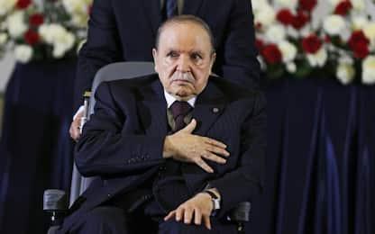 Algeria, il presidente Bouteflika si ritira: elezioni rinviate