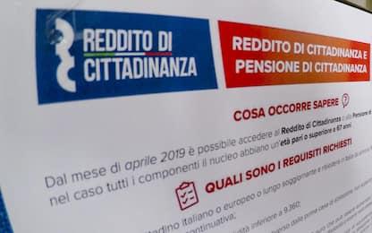 Napoli, parcheggiatori abusivi con reddito cittadinanza: 2 denunce