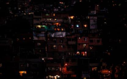 Venezuela ancora al buio, medici smentiscono la morte di 80 bambini