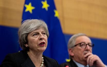 """Theresa May: """"Questo accordo o la Brexit è a rischio"""""""