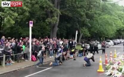 Nuova Zelanda, tributo alle vittime: Haka davanti alla moschea. VIDEO