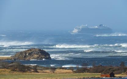 Nave da crociera in avaria in Norvegia: le foto dei soccorsi