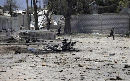 Somalia: attacco a ministero del Lavoro, al-Shabaab rivendica