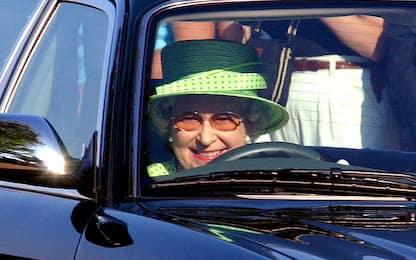 Regno Unito, regina Elisabetta pronta a smettere di guidare
