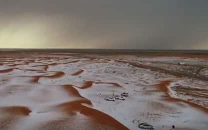 Arabia Saudita, lo spettacolo del deserto imbiancato. VIDEO