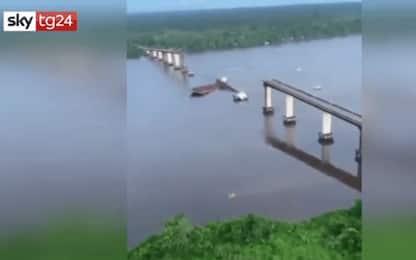 Brasile, traghetto colpisce un ponte e lo fa crollare. VIDEO