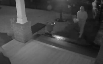 Usa, ladri restituiscono statua rubata oltre a mazzo di fiori. VIDEO