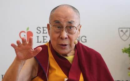 Dalai Lama ricoverato in India per un'infezione polmonare: sta meglio