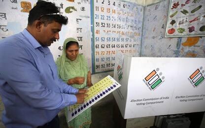 Elezioni India: 900 milioni al voto e code ai seggi. Foto