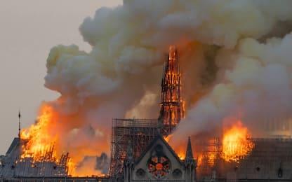 Notre Dame, il Forte di Civitavecchia si tinge di Francia