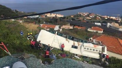 Madeira, si ribalta bus turistico: almeno 29 morti