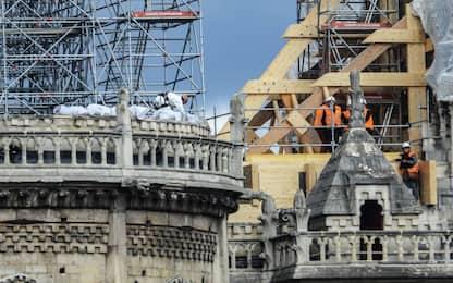 Notre Dame, installati teloni per prevenire ulteriori danni. VIDEO