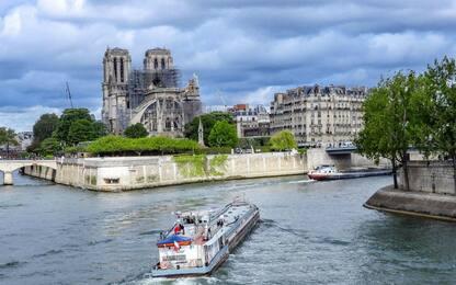 Notre Dame, teloni protettivi per evitare altri danni