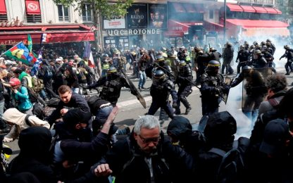 Manifestazioni 1 maggio a Parigi, scontri e disordini in città