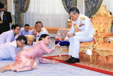 Thailandia, il re libera la concubina ripudiata in carcere per slealtà