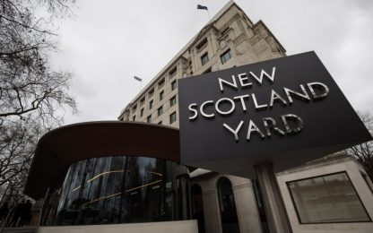 Londra, uomo con coltello fermato a Peckham: nessun ferito